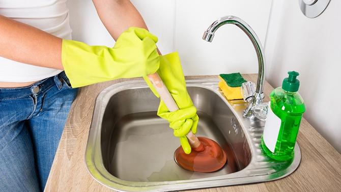 Lavabo ou évier bouché, que faire ?